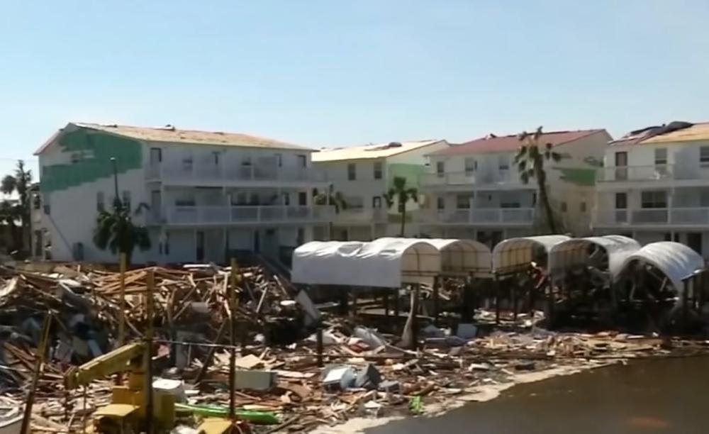 TORNADO PROTUTNJAO KROZ FLORIDU: Oluja Nestor oštetila kuće, vetar doneo velike talase (VIDEO)