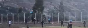 TOTALNI HAOS Sudija preskočio ogradu od TRI METRA kako bi pobegao od razularenih navijača! /VIDEO/