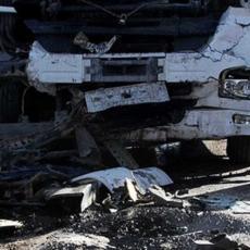 TRAGEDIJA NA AUTO-PUTU: Kamion razneo kombi pun radnika, najmanje 14 mrtvih (FOTO)