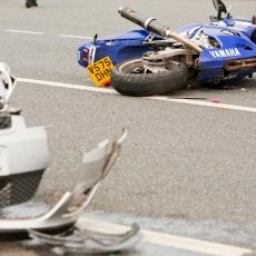 TRAGEDIJA NA MAGISTRALNOM PUTU KRUŠEVAC-KRALJEVO! Motociklista poginuo na mestu!