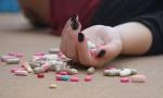 TRAGEDIJA NA NOVOM BEOGRADU: Devojka (19) se ubila lekovima i najlon kesom