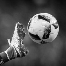 TRAGEDIJA NEVIĐENIH RAZMERA: Fudbaler u toku utakmice UBIO sudiju (FOTO)