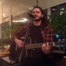 TRAGEDIJA! Poginuo sin pevača i autora pesme Pukni zoro! (FOTO)