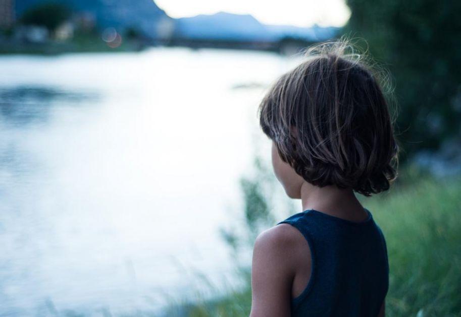TRAGEDIJA U BERANAMA: Dvogodišnji dečak upao u reku Bistricu dok se igrao, UTOPIO SE