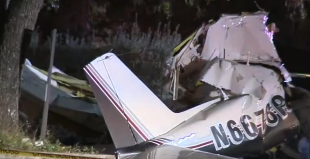 TRAGEDIJA U SAN ANTONIJU: Troje ljudi poginulo u padu malog aviona! Letalica imala problem sa motorom! (VIDEO)