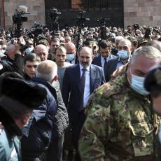 TRENUCI VISOKOG NAPONA U JEREVANU: Oči Jermena uprte u predsednika - svrgavanje Pašinjana ili smena šefa Generalštaba