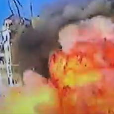 TRENUTAK RAZARANJA GAZE: Čuvena zgrada El Šoruk pada kao kula od karata, nestaje u ogomnom plamenu (VIDEO)