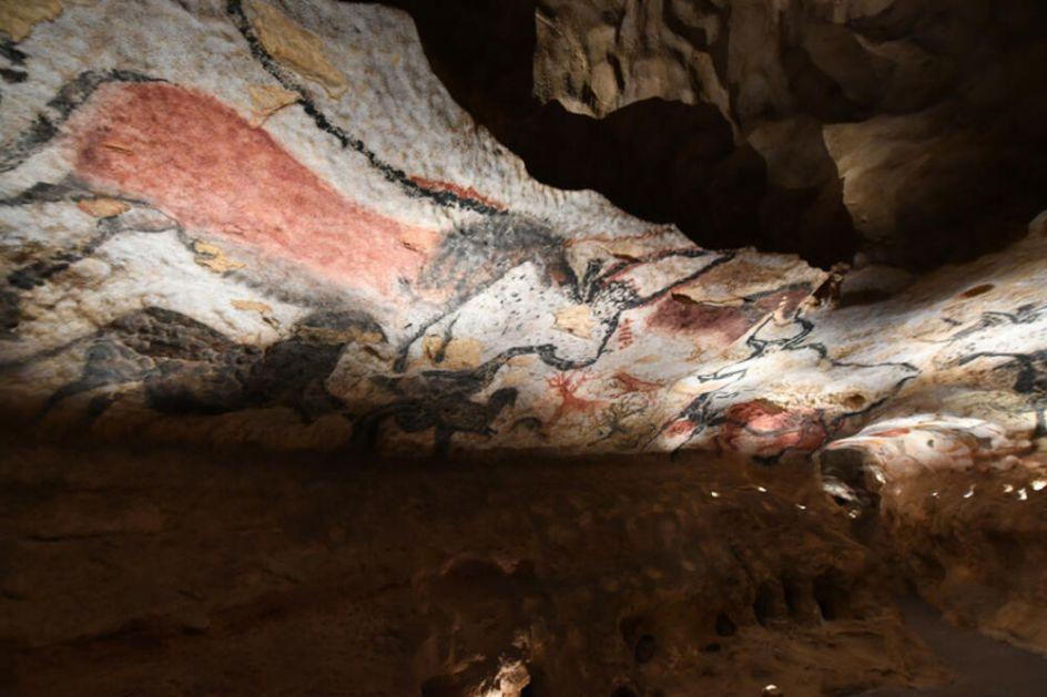 TREPERAVA CRVENA SVETLOST U MRAKU PEĆINE: Kako su praistorijski umetnici ukrašavali najudaljenije i najmračnije zidove pećina