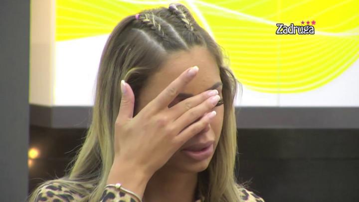TRESLA SE I GRCALA U SUZAMA NAKON NOMINACIJE! Iva zaplakala za crnim stolom, a evo ko će joj u izolaciji praviti društvo! (VIDEO)
