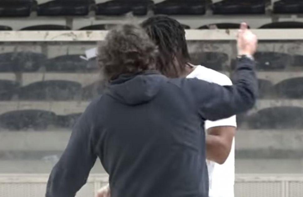 TRINKIJERI SE OSILIO U DOMOVINI: Pogledajte kako je trener Partizana na treningu u Italiji GLAVOM udario Voldena (VIDEO)