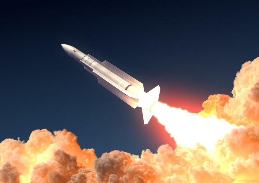 TROJE POVREĐENO U NAPADU NA AMBASADU SAD U BAGDADU: Ispaljeno je 5 raketa, jedna pogodila kantinu!