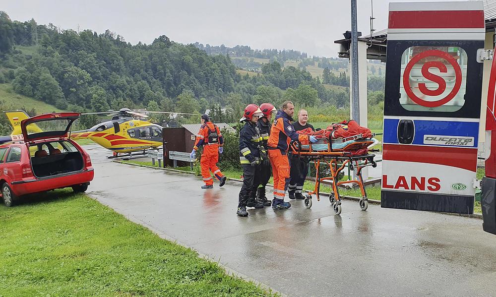 TURISTE NA PUTU KA ČELIČNOM KRSTU POKOSIO GROM: U nevremenu u Poljskoj stradalo 3, a povređeno 22 (VIDEO)