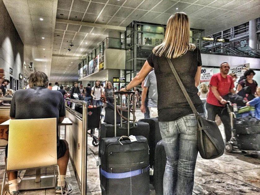 TURISTIČKE AGENCIJE UPOZORAVAJU: Ukoliko država ne pomogne putnici će ostati BEZ SVOJIH ZAMENSKIH PUTOVANJA!