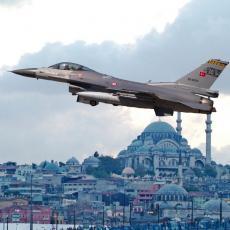 TURSKI MINISTAR ODBRANE ZA DLAKU IZBEGAO NAJGORE: Snažan udarac pogodio vojni avion u kojem se vraćao sa sirijske granice!