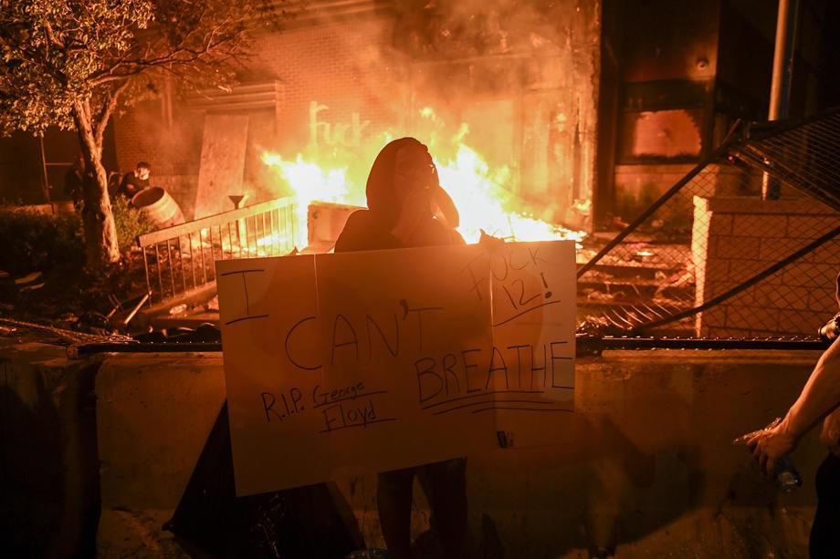 Ubistvo u Mineapolisu zapalilo Ameriku; U pucnjavama poginuli demonstrant i policajac