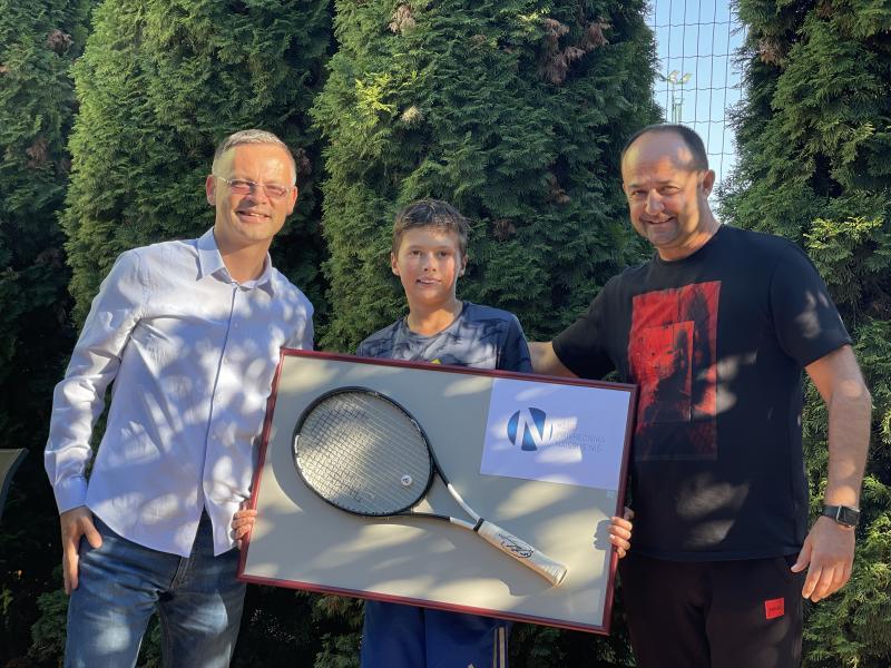 Teniser TAŽ-a osvojio revijalni turnir u Nišu, nagrada za 1. mesto reket Novaka Đokovića