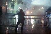 Tenzije u Albaniji: Lomljava, dimne bombe, demonstranti predali zahteve, nećemo pregovarati
