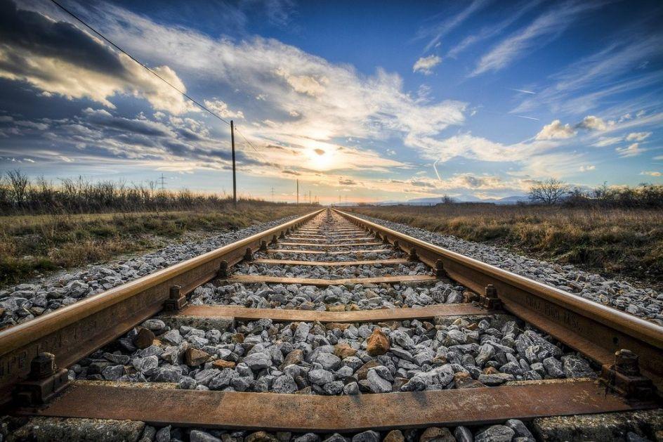 Teretni voz udario muškarca kod Loznice