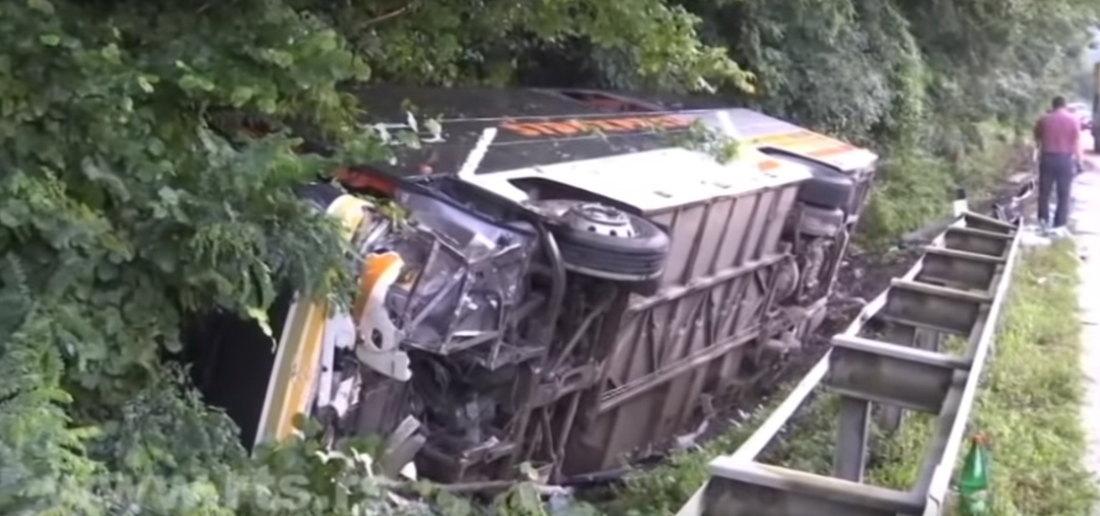 Teška nesreća kod Slavonskog broda, vozač malo zaspao - 10 mrtvih
