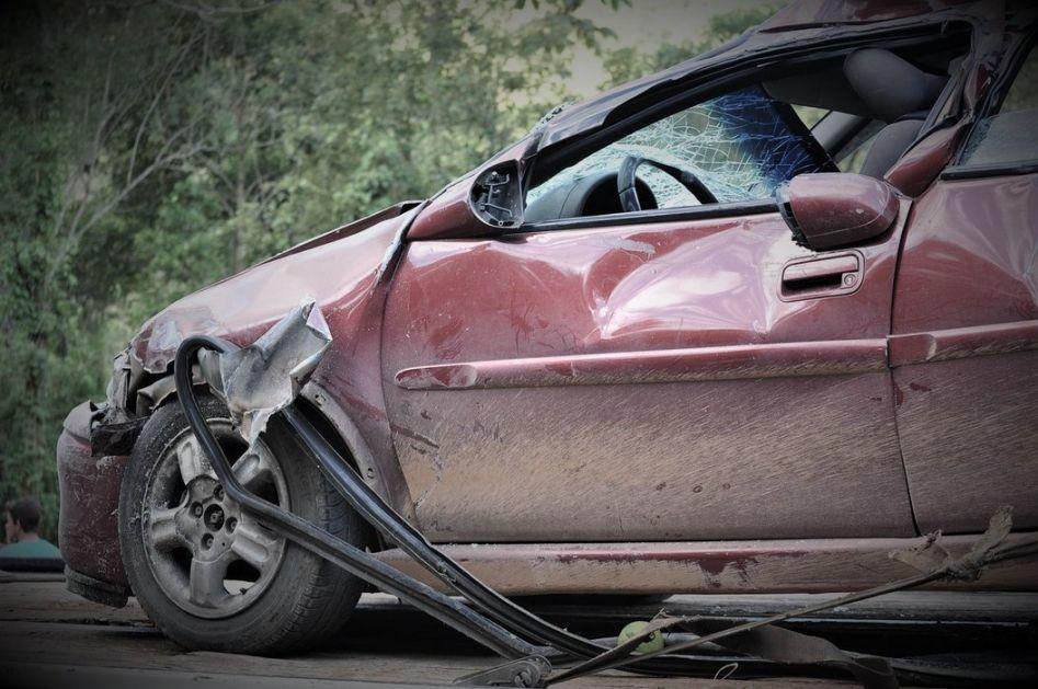 Teška saobraćajna nesreća kod Valjeva: U direktnom sudaru poginuli supružnici, jedna osoba povređena