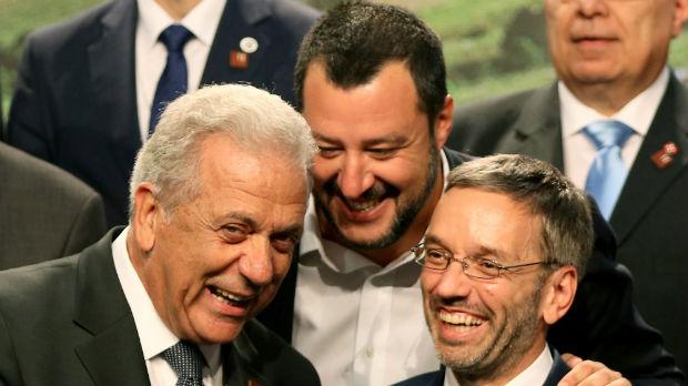 Teške reči zbog migrantske politike EU – Salvini ismevao Aselborna