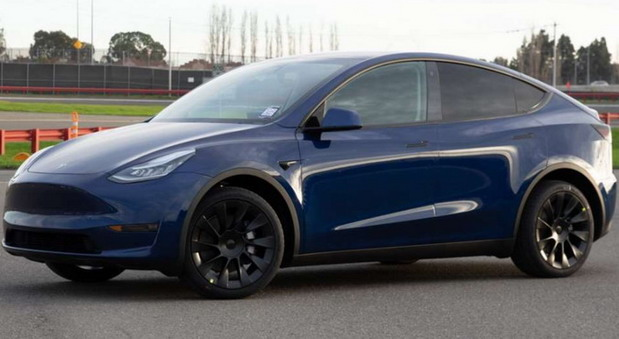 Tesla: jači punjači i niže cene vozila