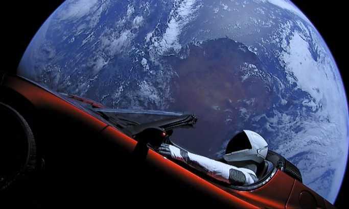 Tesla večno u svemiru