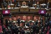 Tesnom većinom izglasano poverenje italijanskom premijeru