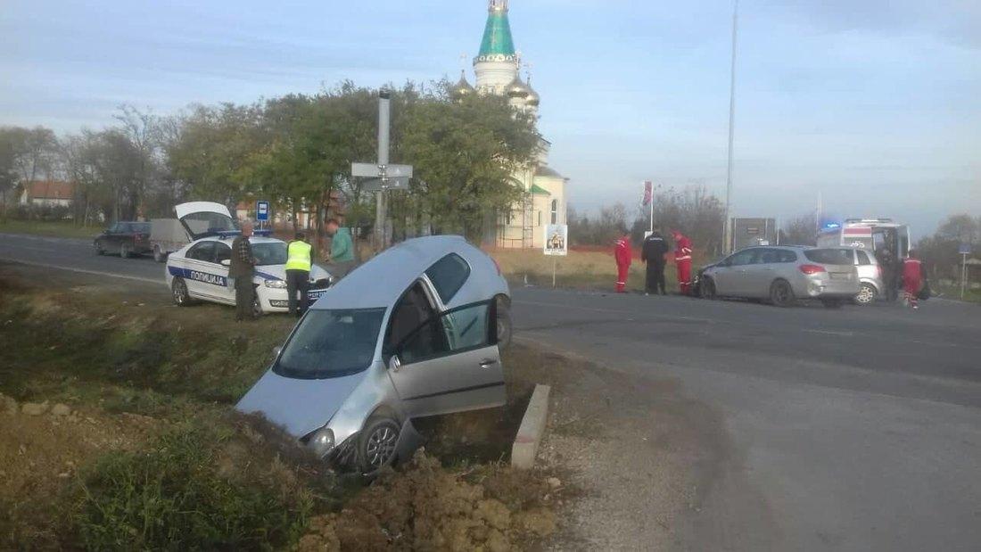 Težak udes kod Banstola, sudarila se tri automobila