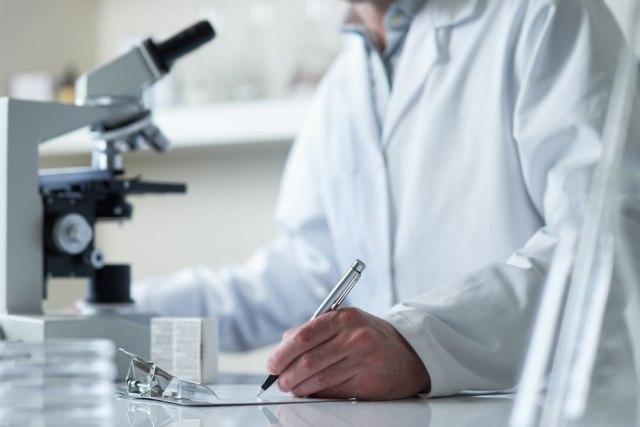 Tim iz Švajcarske predvođen srpskim doktorom pravi vakcinu za sve mutacije VIDEO