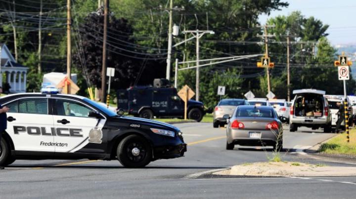 Tinejdžer ubio pet članova svoje porodice, pa pozvao policiju