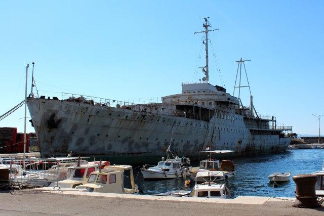 Titova lađa menja namenu: Sređuju oronuli Galeb