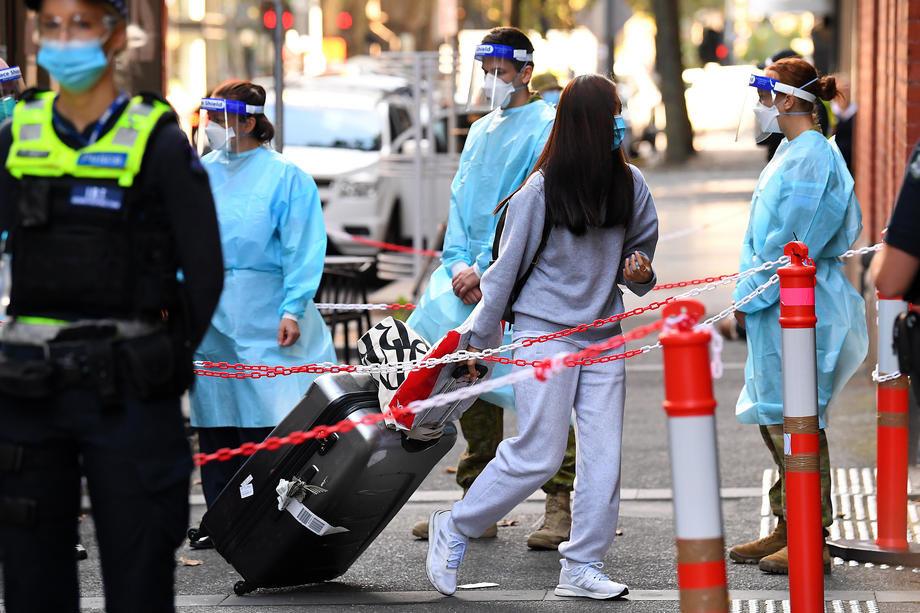 Svet: U poslednja 24 sata potvrđeno 1.763 nova slučaja u Tokiju, žena uhapšena u avionu zbog nenošenja maske