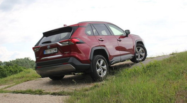 Toyota RAV4 Hybrid AWD-i Premium na testu Auto magazina