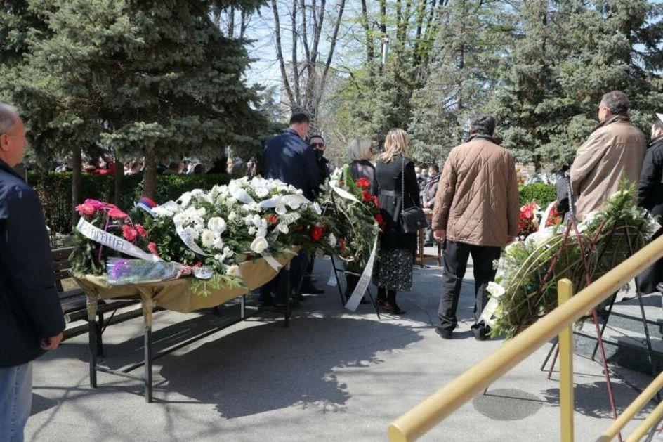 Tozovca na Novom groblju ISPRAĆAJU NA VEČNI POČINAK prijatelji i porodica!