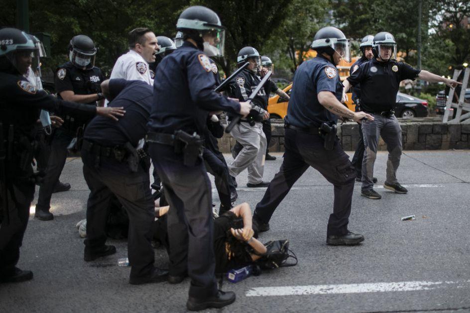 Tramp: Mobilišite Nacionalnu gardu da zaustavi propalice i gubitnike; Problematična upotreba vojske u gušenju protesta