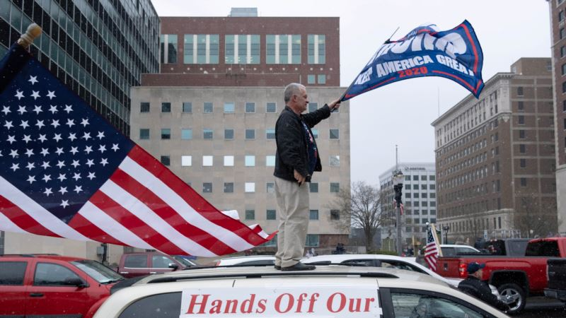 Tramp pretvara odgovor na pandemiju u izborno pitanje