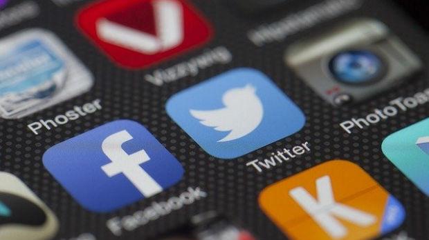 Tramp tvituje protiv Tvitera, preti gašenjem društvenih mreža