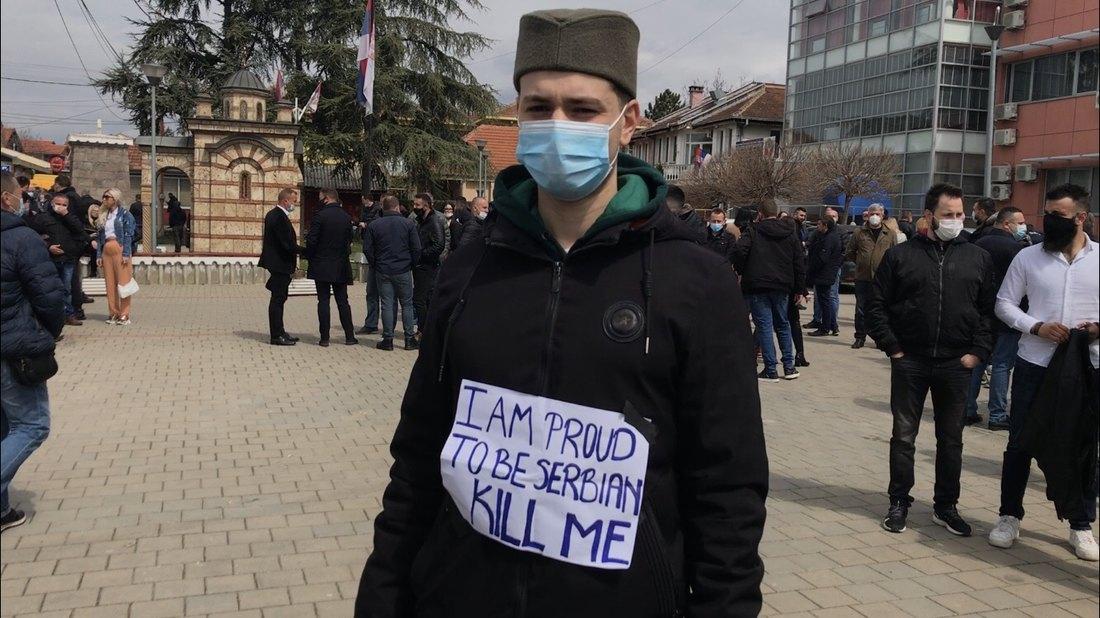Transparenti ispred stanice policije u Gračanici