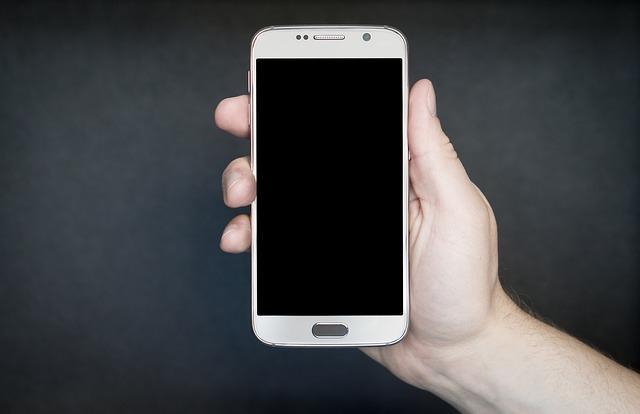 """Trikovi kako da """"oživite"""" telefon koji neće da se upali"""