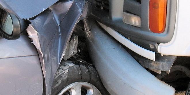 Troje povređenih u Zrenjaninu, automobil uleteo u kafić
