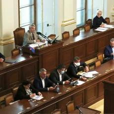 Tuča u parlamentu zbog maski: Poslanik zapretio predsedniku da će mu zagorčati život! (VIDEO)