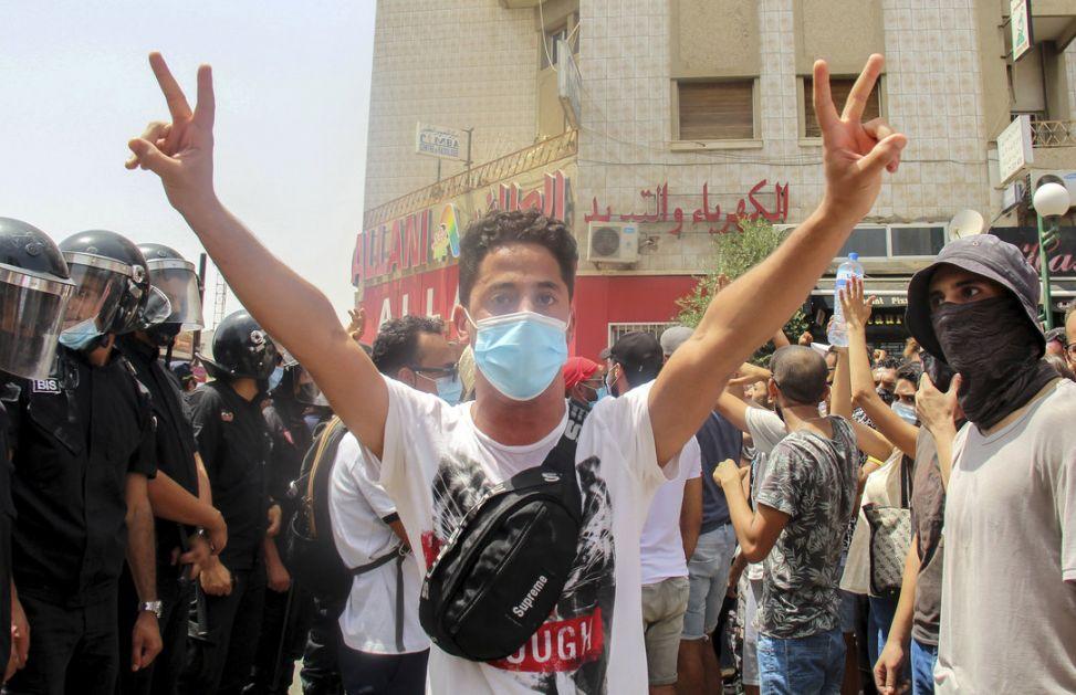 Tunis: Političke stranke optužuju predsednika za puč