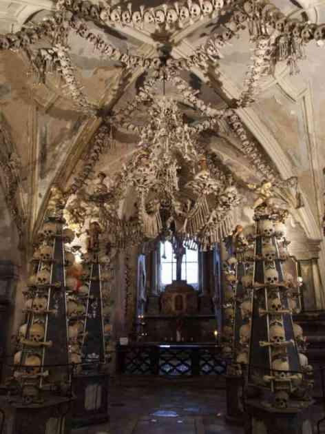 Turisti vole neobične grobnice: Lusteri od kostiju