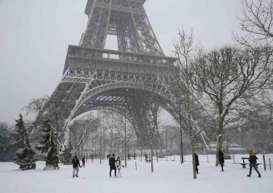 Turistima u Parizu kao nikada do sada! (FOTO)