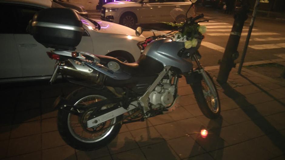 Tužna noć: Cveće na motoru Nebojše Glogovca