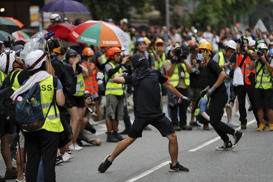 Twitter i Facebook brišu naloge u vezi sa Hongkongom