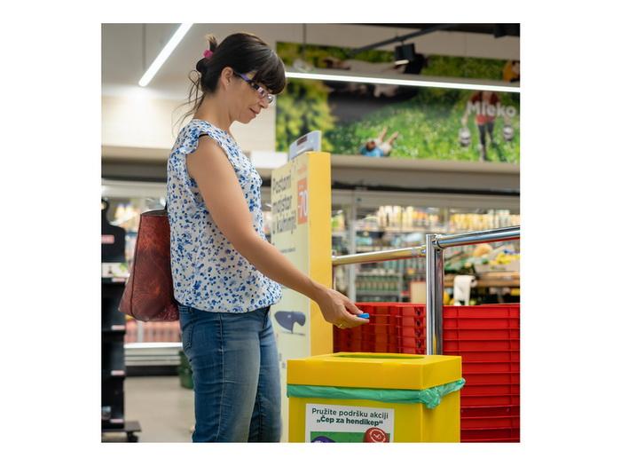 """U 28 Maksi i Tempo prodavnica kupci mogu da učestvuju u akciji """"Čep za hendikep"""""""