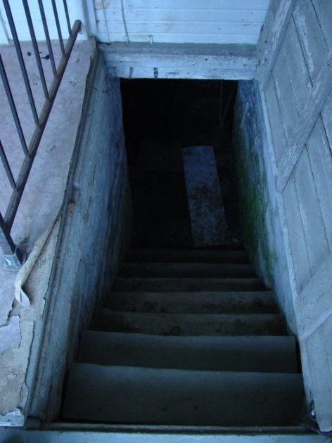 U Bajakovu podrum za mučenje migranata?