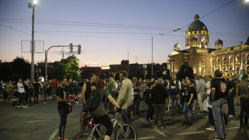 Protest ispred Skupštine Srbije: Sukobi, suzavac i hapšenja